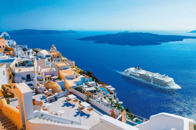 Silversea in Santorini